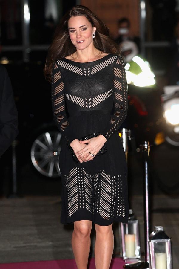 3a16036fbed9c Kate Middleton'ın, hamileliği boyunca vazgeçemediği diğer parçalar ise  paltolar ve ceketler oldu. Kimi zaman kombinlerini tamamlamak için kimi  zaman ise tek ...